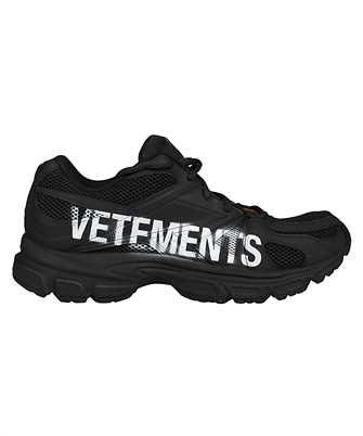 Vetements UE51SN200B LOGO HANDSPRAYED SPIKE RUNNERS Sneakers