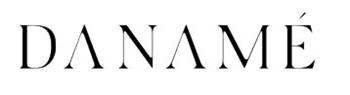 """<p>DANAMÉ è stata fondata nel 2016 da Dana Stinea-Messika, per profondo apprezzamento per la donna postmoderna, esplorando il dialogo in corso tra la donna e il suo guardaroba. Essendo figlia di una sarta, Dana è stata attratta dal mondo della moda fin dalla giovane età. Crescere attorno a tessuti e silhouette, oltre al suo spirito avventuroso e all'esplorazione della natura, l'ha portata a una carriera di modella internazionale di successo.</p>  <p>All'età di 19 anni, si è trasferita a Parigi, dove ha anche incontrato l'amore della sua vita e una grande ispirazione: Andre Messika, fondatore di Messika Jewelry. Durante Dana è stato affascinato dalla storia dell'evoluzione sociale e incuriosito dal legame condiviso dalle donne, descrivendolo come analogo al """"legame covalente"""" tra gli atomi di carbonio di un diamante.<br /> questi due mondi sono diventati uno e hanno creato DANAMÉ - Un marchio dedicato alla singola donna e al suo viaggio attraverso tutte le sfaccettature della vita.</p>  <p>Il design intelligente DANAMÉ cattura l'essenza dello spirito parigino cool e chic. mentre esplora costantemente il """"legame covalente"""" tra donne e indumenti, combinando concetti opposti, per definire l'armonia, mentre crea pezzi senza tempo per potenziare le donne, fondendo comfort, sensualità e glam.</p>  <p>DANAMÉ trova nella natura l'eterna ispirazione, la semplicità delle materie prime, le sfumature mutevoli di ogni colore, una creazione costante, un rinnovamento, una rinascita, un ricollegamento. Attivare i sensi, sfidare il bisogno individuale di crescere ed evolversi.</p>"""
