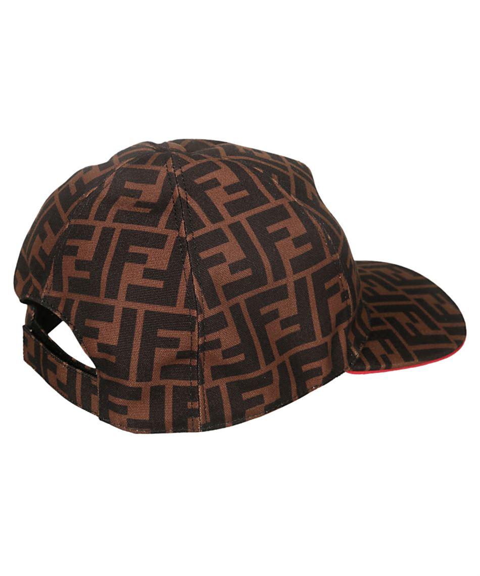 hot sale online 4a2d4 b29d0 Fendi FXQ768 A66O cappello da uomo color tabacco con visiera Rosso